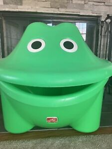 Vintage STEP 2 Large Green Frog Toy Box Ice Chest Farmhouse Storage *RARE*