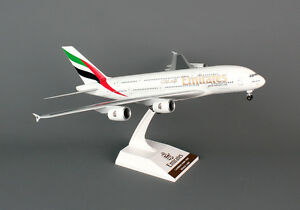 Skymarks Emirates Airbus A380-800 1/200 W/Gear SKR698