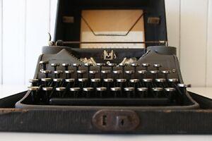 Antique Underwood Portable Typewriter - Original Case * Full working order *
