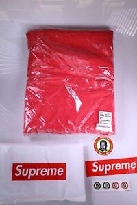 Supreme SS18 Debossed Logo Beach Towel Red New, Sealed