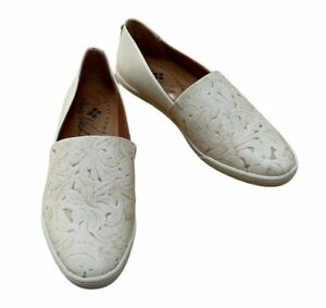 Patricia Nash Ivory Slip On Shoe Lola Tooled Leather Size 7 NEW