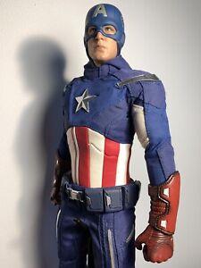 Hot Toys Captain America Avengers plus 2 Shields!