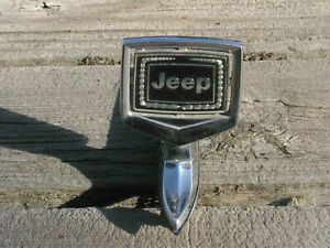 Jeep Grand Wagoneer Hood Ornament  Complete Excellent Condition 8955008363