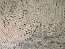 1 Meter Netz Strickstoff  in creme mit Noppen und Pailletten, 135 cm breit