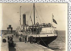 Photo coloniale Française. Somalie. Départ d'un bateau français. Vers 1920