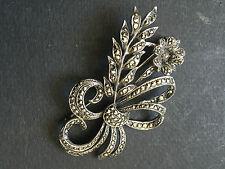 Grande Broche  en métal argenté et marcassites brooch