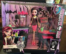 MONSTER HIGH BEAST BITES CAFE PLAYSET WITH DRACULAURA EXCLUSIVE DOLL- NIB