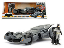 BATMAN V SUPERMAN BATMOBILE WITH DIECAST BATMAN FIGURE MODEL 1/24 BY JADA 98034