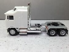 HO 1/87 Promotex # 35259 KW K-100 Tractor One Bar Chrome Chassis - White