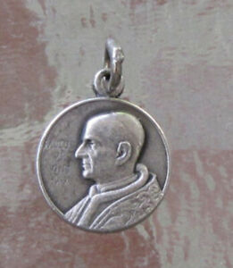 SMALL VINTAGE SILVER POPE PAUL PAULUS V1 PONTIFEX MAX MEDAL CHARM
