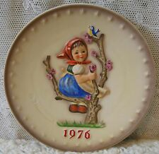 """7½� Goebel Hummel 1976 Annual Plate """"Spring"""" 6th in Bas Relief Made West Germany"""