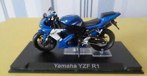 Moto Yamaha YZF R1  1/24 eme      réf 460