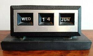 Vintage 1970/80s Perpetual Desk Calendar On Black Base Office Desk Retro