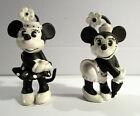 2 Disney Figuren Minnie Classic und Minni Classic mit Schirm. s/w Versionen.