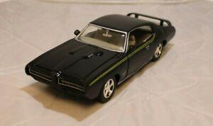 Motor Max 1/24 1969 Pontiac GTO Judge - Black