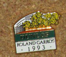 D23 PINBACK PIN  TENNIS ARTHUS BERTRAND PARIS  ROLAND GARROS PARIS 1993 DUNLOP