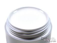 Smalti semipermanenti e prodotti gel bianco con glitter per manicure e pedicure