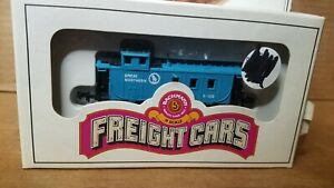 N Scale Train FREIGHT CARS BACHMANN GREAT NORTHERN 106 CABOOSE BLUE
