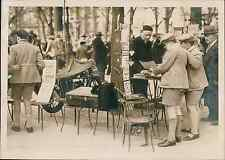 Paris, la bourse aux timbres du Carré Martigny Vintage silver print Tirage arg