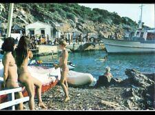 ILE DU LEVANT (83) NATURISME / FEMMES & BATEAU NAVETTE au PORT vers 1970