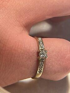 Antiker Damen Ring Gelbgold 375 - 9 Karat mit sieben Steinen im Diamantschliff