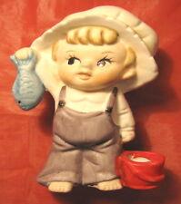 Statuina ceramica bambino bimbo con cappello tipo holly hobbie e pesce da pesca