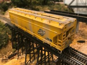 Athearn HO C&NW CNW 3 Bay Center Flow Hopper Painted and decaled  Kadees