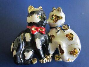 Vintage Black & White Enamel Two Sitting Kitty Cats Brooch Pin