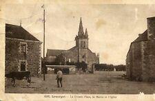 Carte LOUARGAT La Grande Place la Mairie et l'église Vache à la fontaine