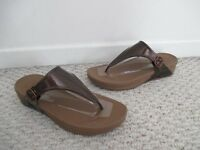 FitFlop Superjelly Bronze Sandal Shoes Size 9 NEW