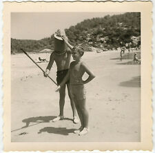 PHOTO ANCIENNE - GARÇON MER PLAGE MAILLOT DE BAIN GAG DRÔLE-BOY-Vintage Snapshot