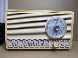 KRIESLER MODEL 11—99 MW BAND VALVE VINTAGE RADIO (2-79)
