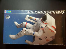 New listing Revell Astronaut with Mmu model kit #4731