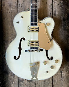 1961 GRETSCH COUNTRY GENTLEMAN IN FACTORY WHITE & HARD SHELL CASE