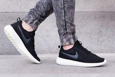 Nike Roshe due in esecuzione Scarpe da ginnastica palestra casual-taglia UK 8 (EUR 42.5) Nero/Bianco