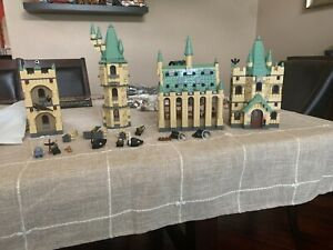 LEGO Harry Potter Hogwarts Castle #4842 Incomplete w/many figures & most pieces