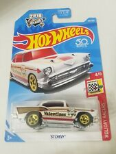 2018 Hot Wheels #100 Valentines Holiday Racers 4/6 '57 CHEVY White w/Gold 5 Sp