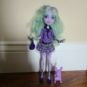 Monster High 13 Wishes Twyla Doll Complete Outfit with Pet Bunny Dustin & Purse