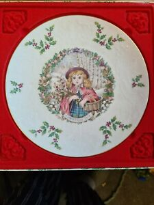 Royal Doulton Christmas 1978 Plate - Boxed - Second of a Series