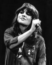 Linda Ronstadt UNSIGNED photo -K9140- Genres include rock, country, jazz & latin