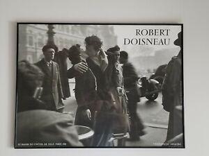 ROBERT DOISNEAU KISS BY THE HOTEL DE VILLE 1950 ART PHOTO 31.5 inches x24 inches