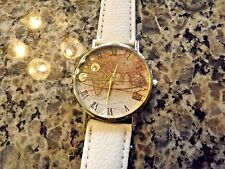 Women's world map quartz watch with soft pebble grained white band