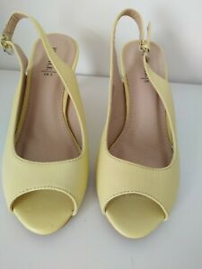 Lovely New yellow peep toe heeled ladies shoes size 3 please read details
