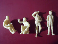 4  FIGURINES  1/43  SET 111  MECANICIENS  GARAGE  STATION  VROOM  1/43  FIGURES