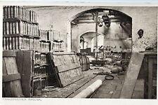 18237 AK Französisches Arsenal Innenraum Granaten Holzplatten Torbogen um 1915