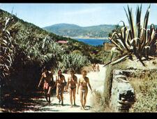 ILE DU LEVANT (83) NATURISME au RESTAURANT / Chemin d'HELIOPOLIS vers 1960