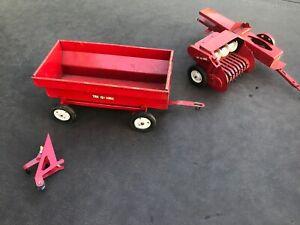 Vintage Tru Scale 1950s Hay bailer and Hay wagon