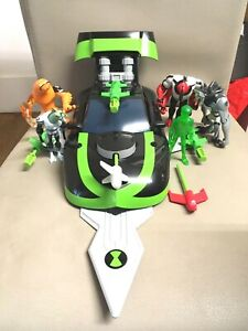 BEN 10 DELUXE MARK 10 CAR AND HOLO BEN FIGURE  plus extra figures