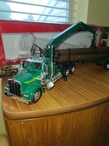 Kenworth W900  Truck 1:32 Scale Diecast green