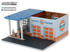 FREE CAR-GREENLIGHT 1:64 MECHANIC'S CORNER SERIES 1 - VINTAGE Gulf GAS STATION